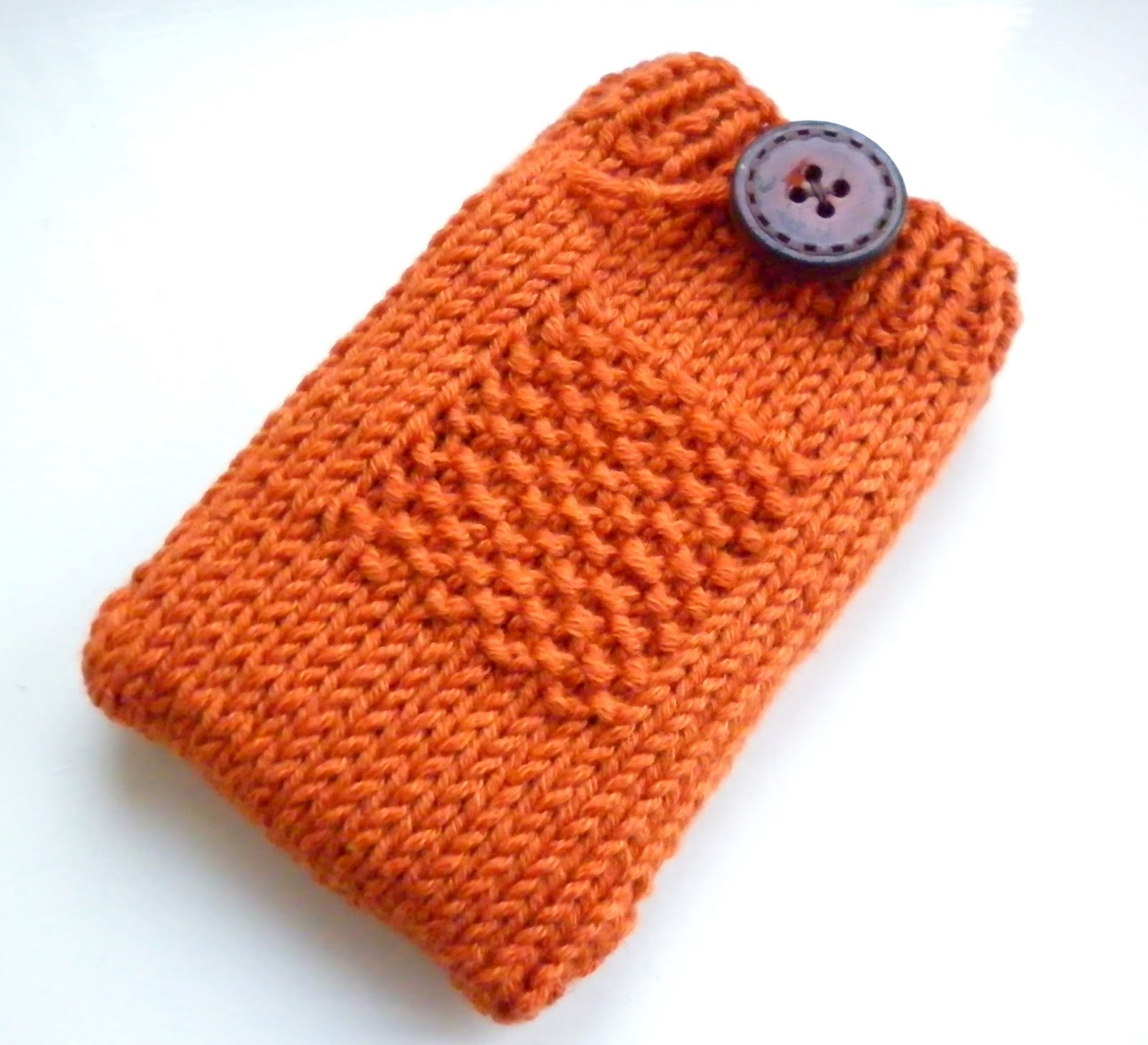 The Wool Nest: Free Knitting Pattern #2 - Gadget Cosy