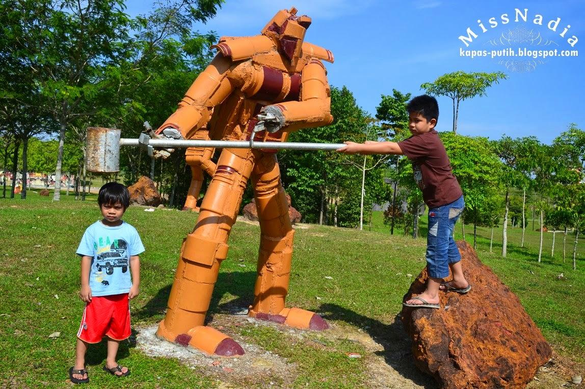 Alam Impian Part 1 - Robots and Rocks Art