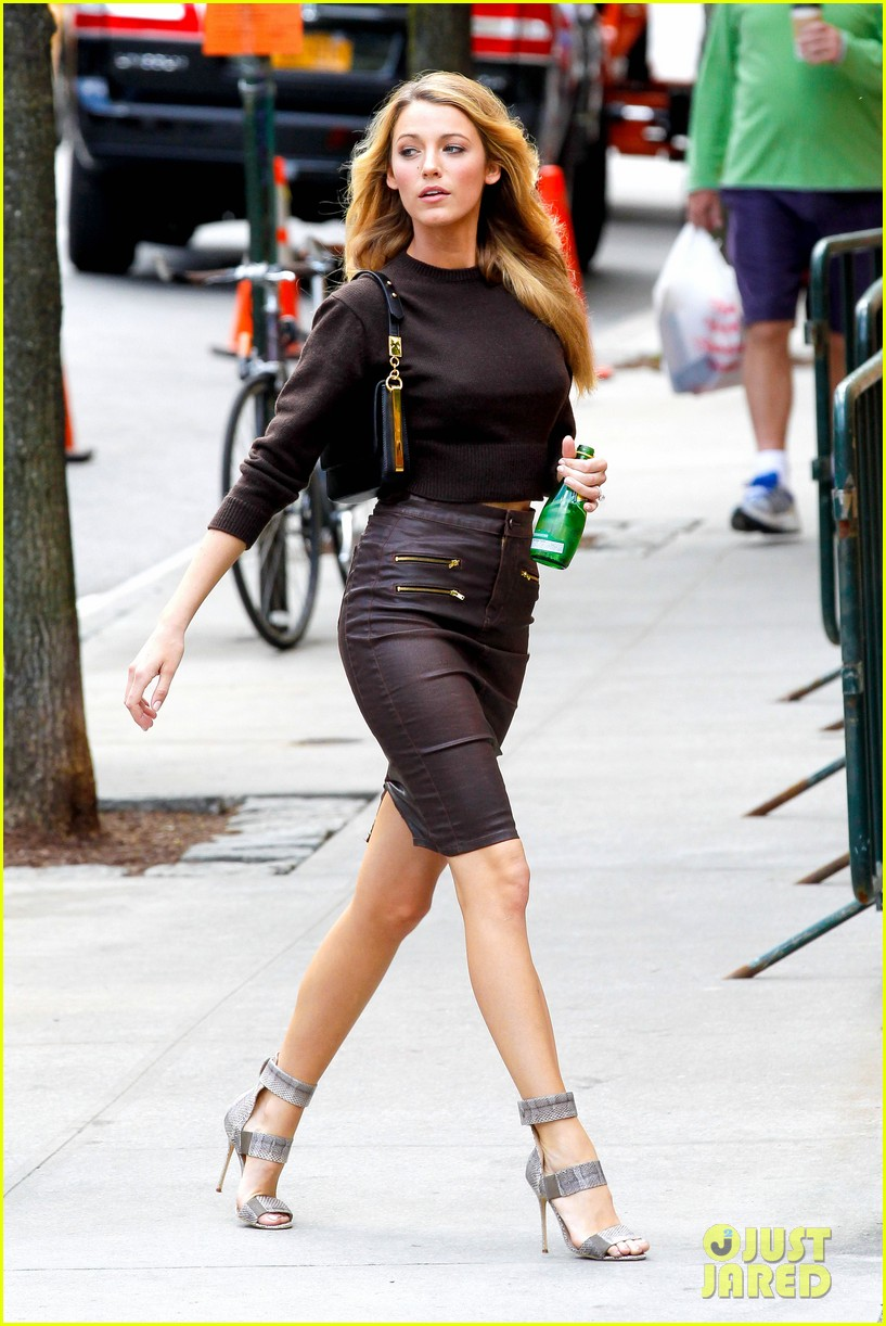 http://3.bp.blogspot.com/-zr3HBoOMCyk/UiiF7UFh0QI/AAAAAAAAAMk/yzP0rDOBqLU/s1600/blake-lively-photo-shoot-fabulous-in-new-york-city-07.jpg