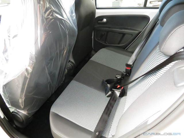 Volkswagen Up! 2016 TSI (Move)  - interior - espaço traseiro