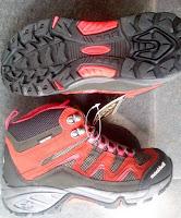 Sepatu gunung MontBell
