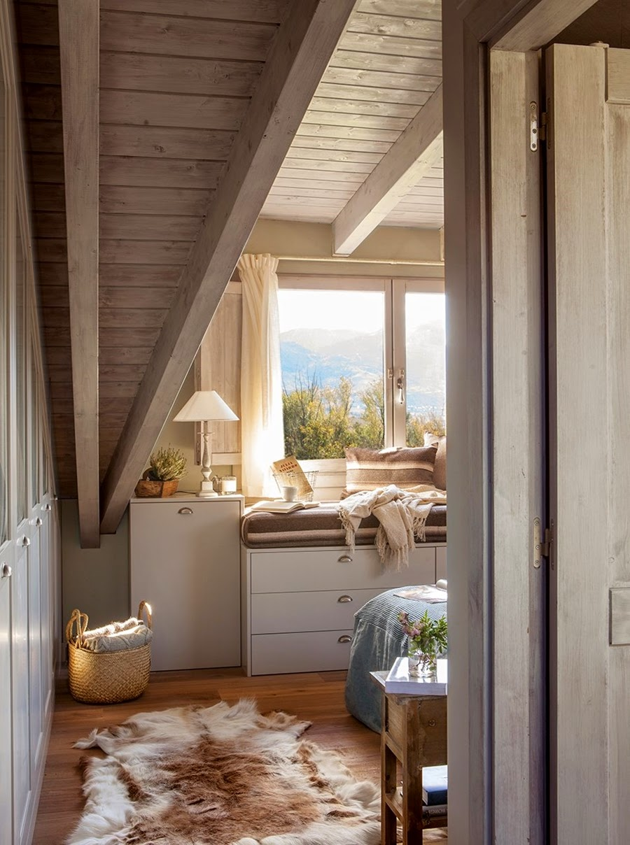 wystrój wnętrz, wnętrza, urządzanie mieszkania, dom, home decor, dekoracje, aranżacje, dom w górach, styl miejski,sypialnia, łóżko, drewniany skos