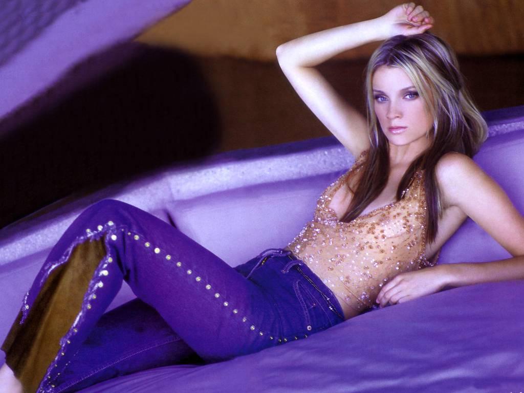 http://3.bp.blogspot.com/-zs-qmCNaszE/To1zdrMBnRI/AAAAAAAAAcA/GGN0uB6CqeI/s1600/Amy+Smart++03.jpg
