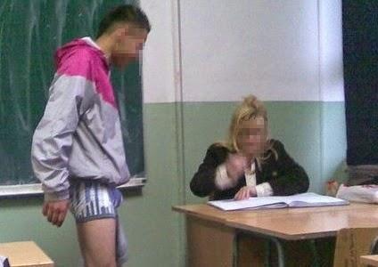 grappige foto: leerling verhoord door lerares