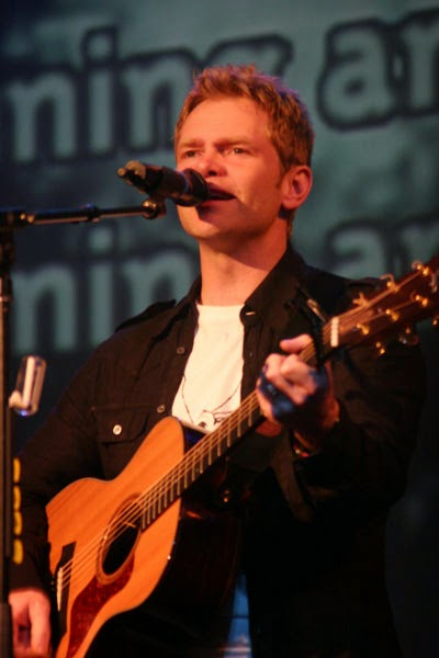 steven curtis chapman, christian, singer, songwriter, acoustic guitar