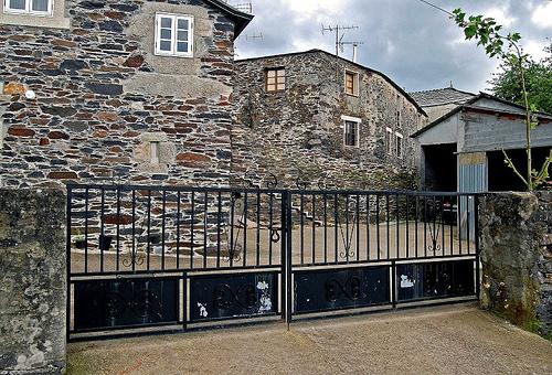 Dios es amor consolidando cimientos - Casas de piedra galicia ...