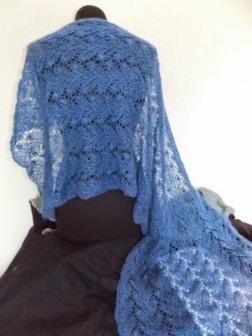 TE KOOP : blauwe shawl.