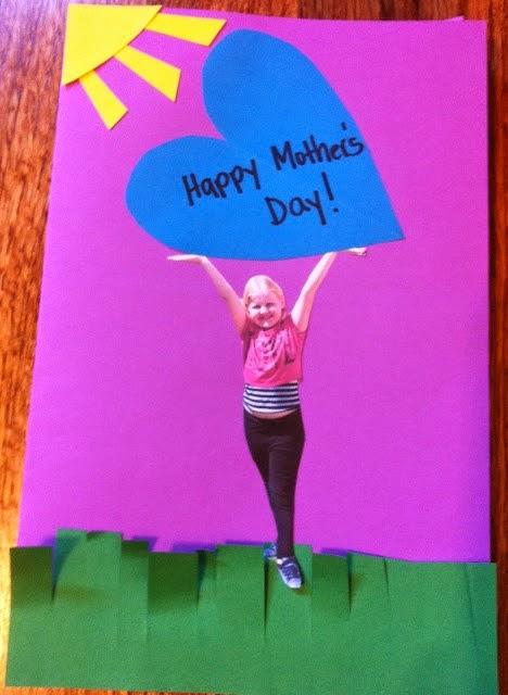 http://easypreschoolcraft.blogspot.ca/2014/03/mothers-day-photo-card-craft.html