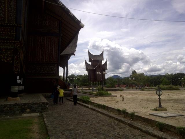 Dari sisi Istana Pagarunyung