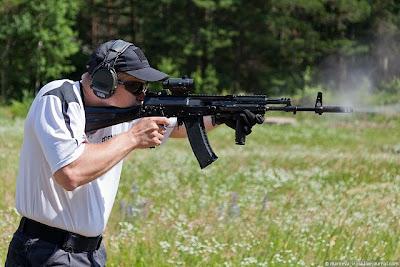 EJERCITO RUSO - Página 3 AK-12_Kalashnikov_assault_rifle_Izhmash_Russia_Russian_defence_industry_military_technology_011