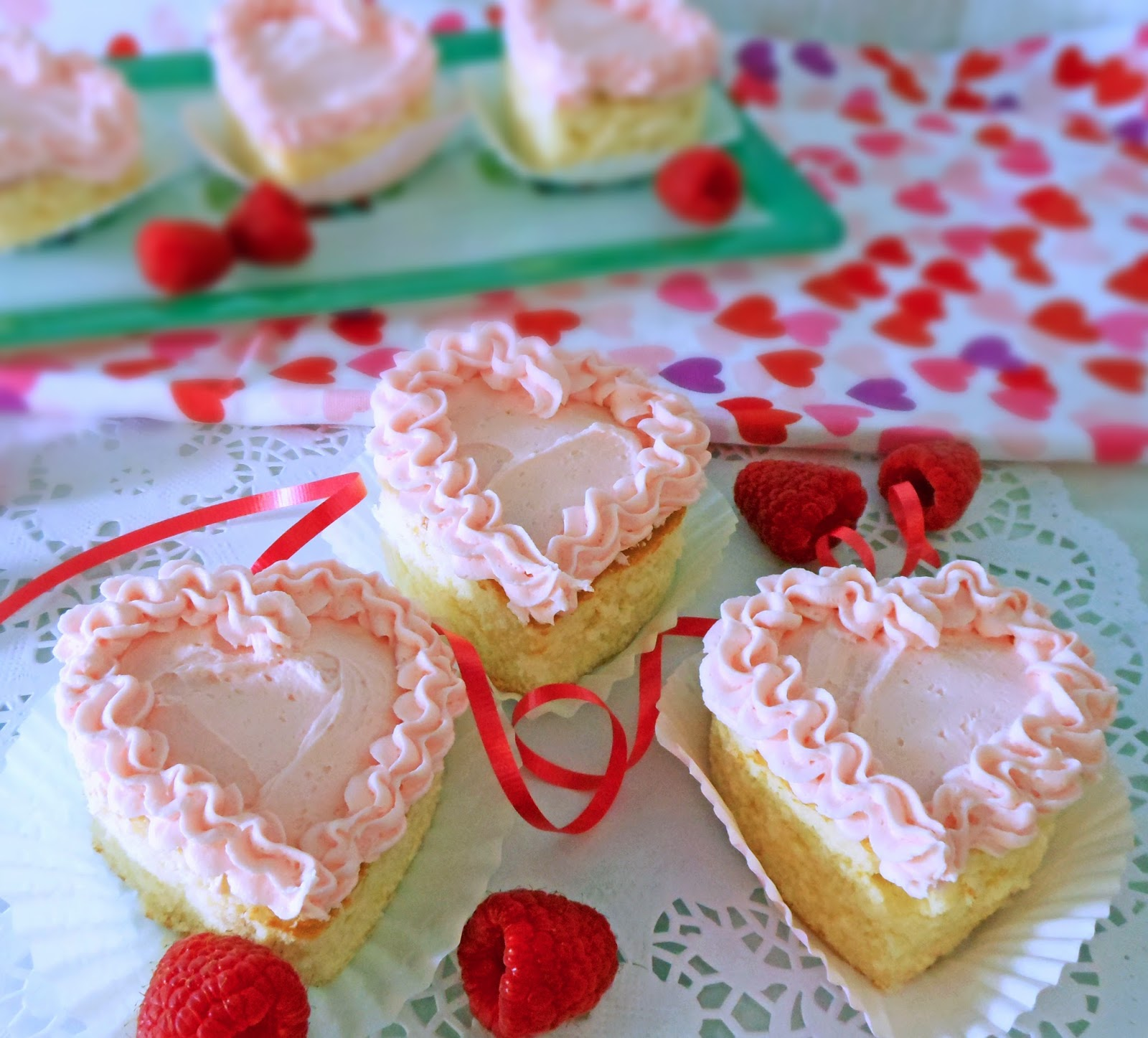 My Cookie Clinic: MINI VALENTINE CAKES/ Cake Love