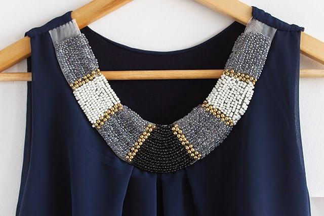 vestido azul marino pedreria