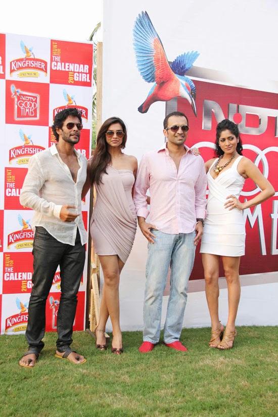 Deepika Padukone in mini skirt upskirt pics nude pics