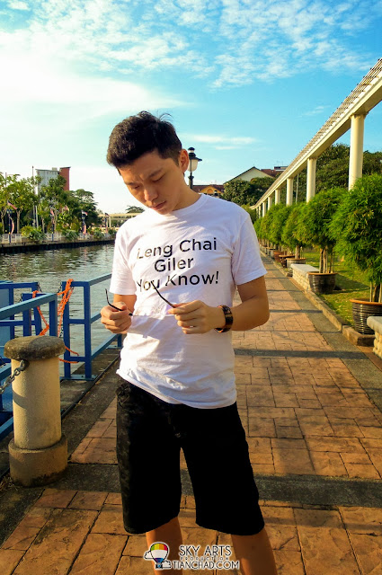 "My girlfriend is a good photographer too, she made me looks ""leng chai giler"" LOL"
