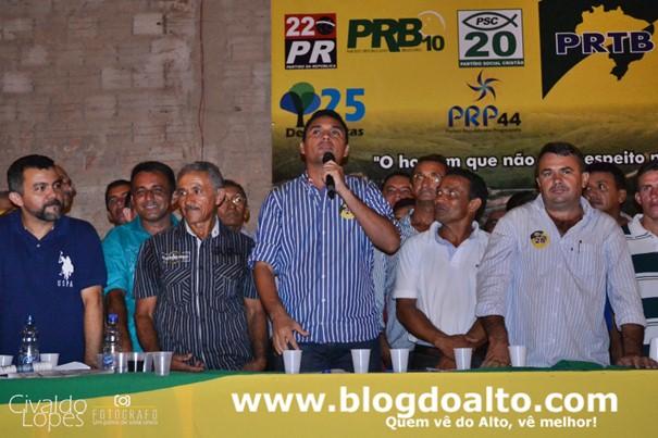 """""""Vamos continuar lutando e sonhando por um Alto Alegre do Pindaré ainda melhor e mais livre para todos"""", disse Atemir"""