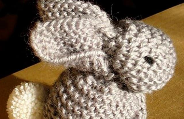 Aussi mignon que simple le petit lapin tricot au point mousse balaine laine online - Modele de point au tricot ...