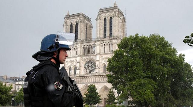 «Κανείς δεν είναι ασφαλής»: Αμφιλεγόμενος νόμος κατά της τρομοκρατίας στη Γαλλία