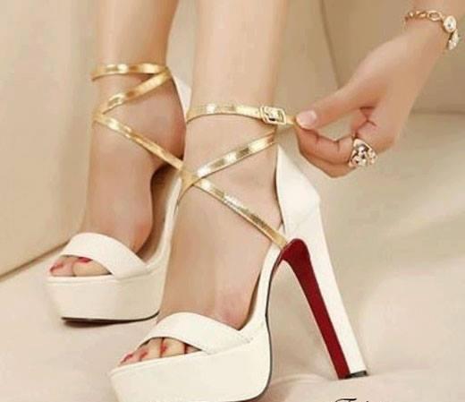Beyaz şık ayakkabı