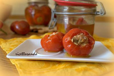Peperoncini piccanti ripieni ricetta antipasti e snacks