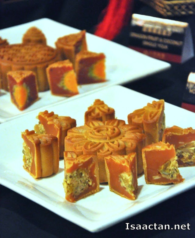 Honey Grapefruit and Mixed Nuts Mooncake