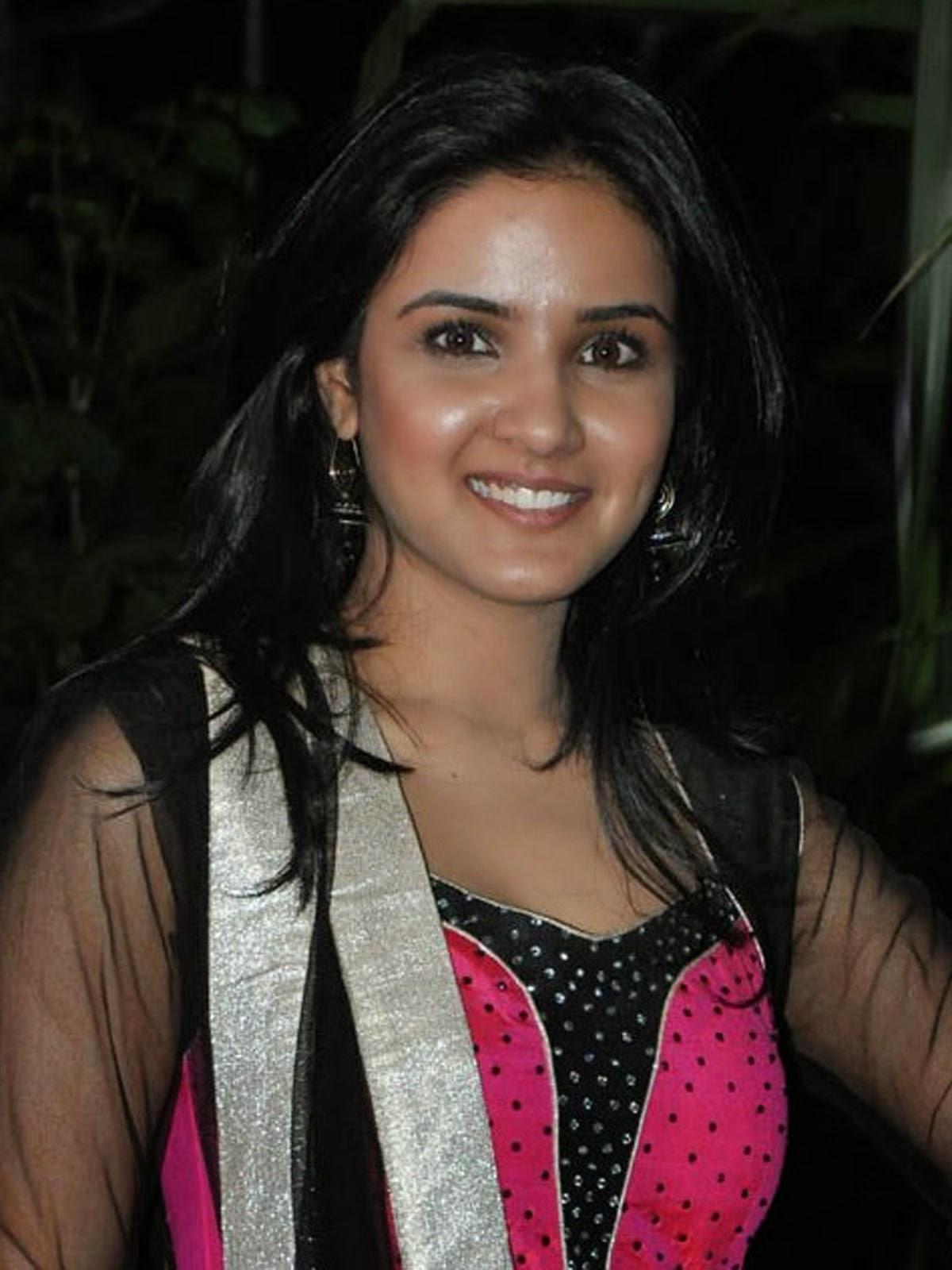 Jasmine Bhasin Latest Images