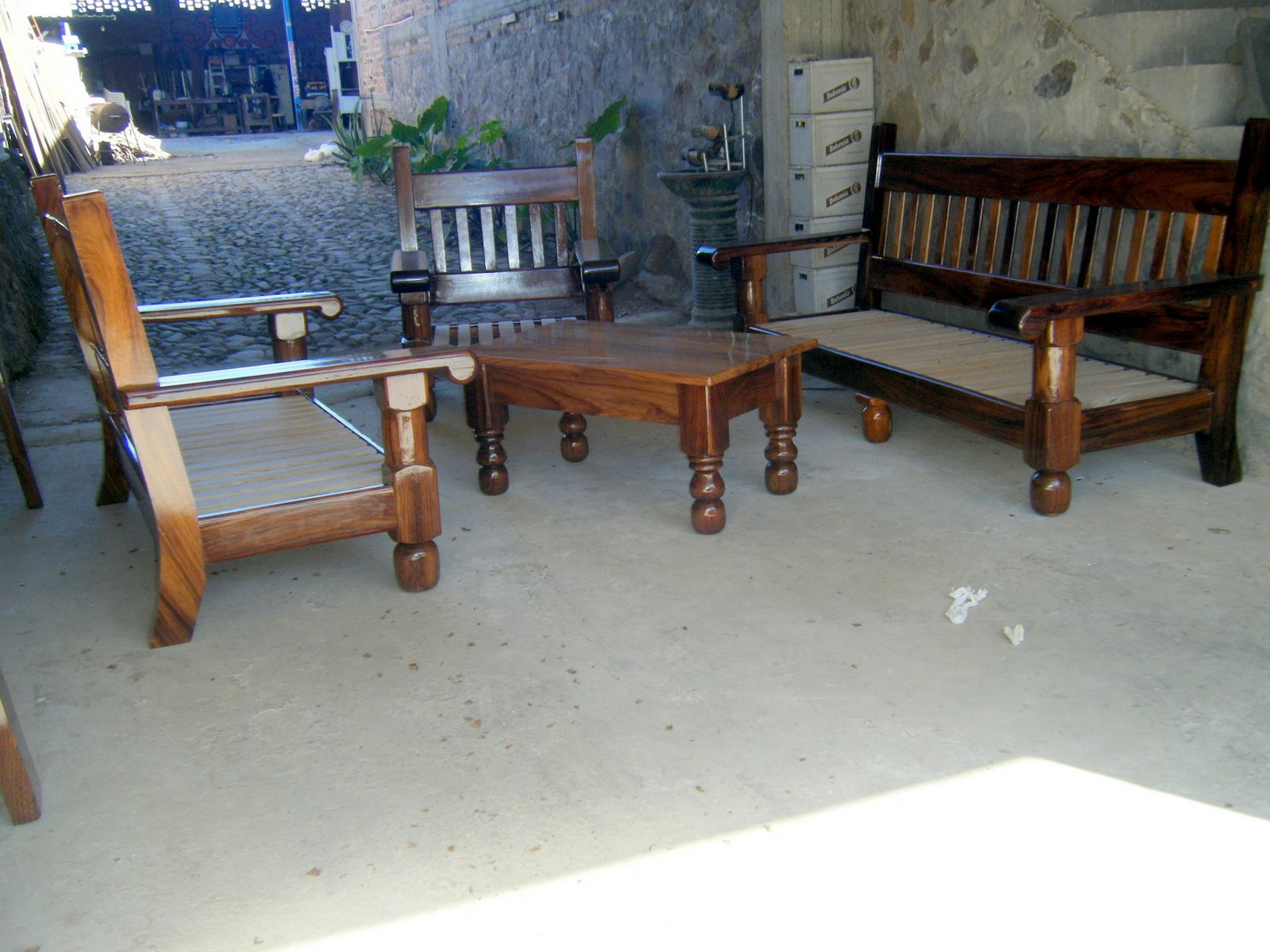 Muebles de madera colineal 20170812152950 for Salas coloniales