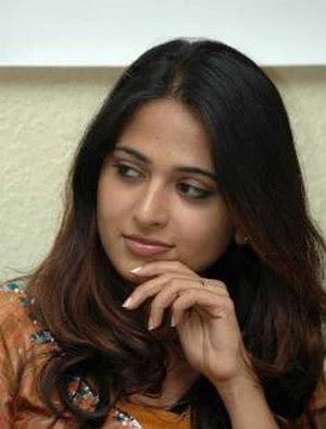 Murder case on Telugu Actress Anushka - Andhra Gossips