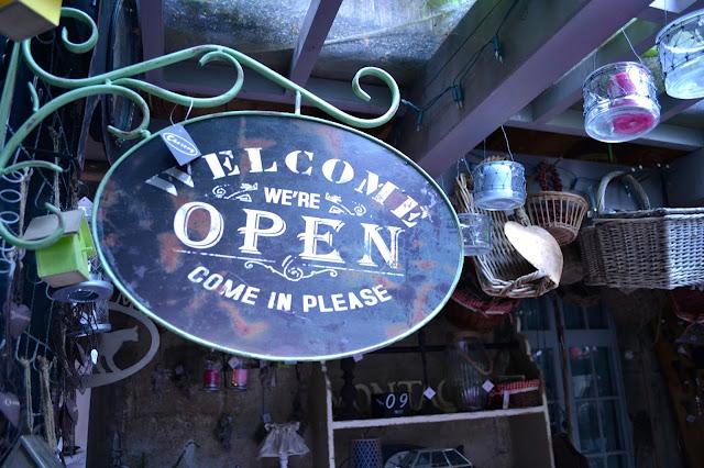 Cafeterías y tienda de antigüedades: Chesery en Murten {Suiza}