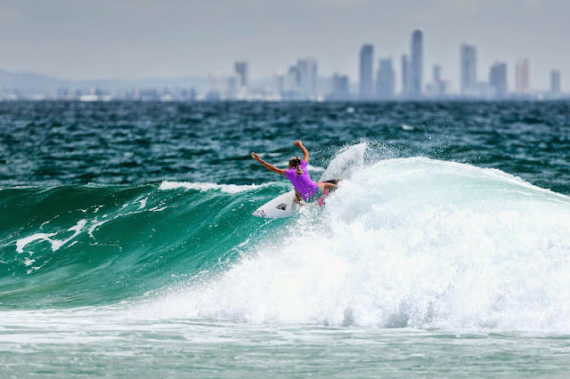 64 Roxy Pro Gold Coast 2015 Keely Andrew Foto WSL Kelly Cestari