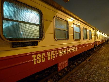 Tàu Lào cai TSC train