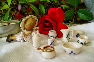 oggetti antichi per casa delle bambole