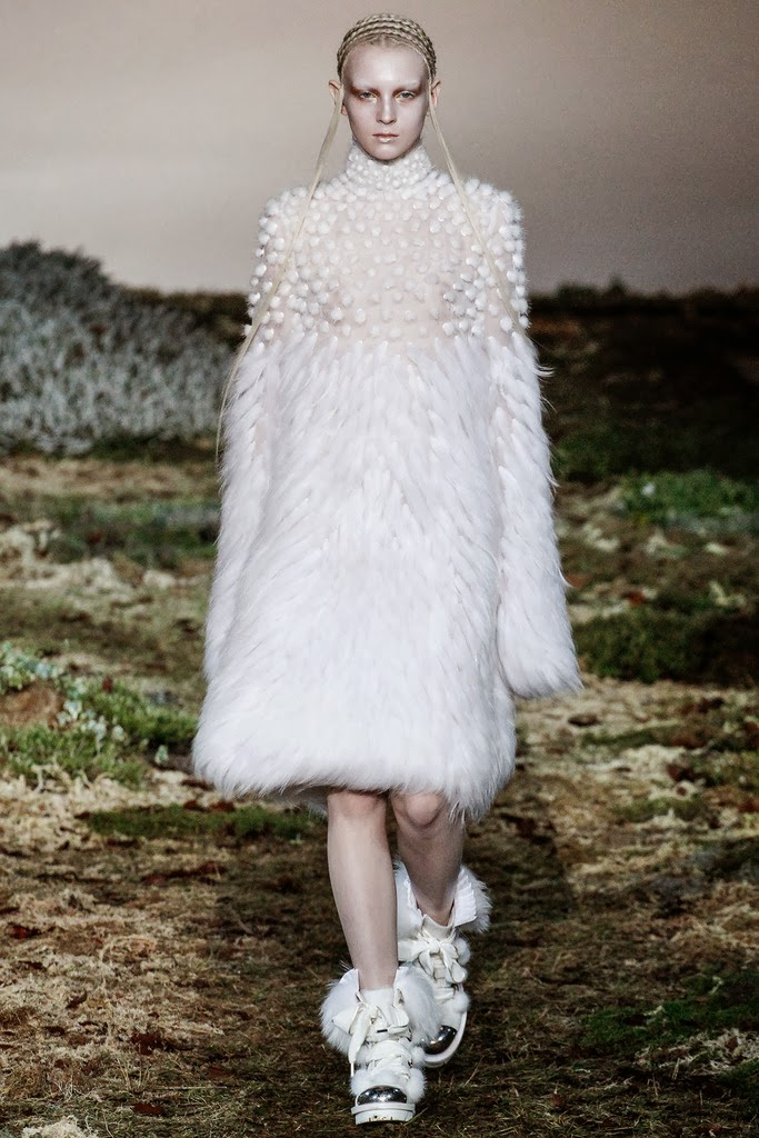 Alexander McQueen Paris Fashion Week Otoño Invierno 2014-2015 22
