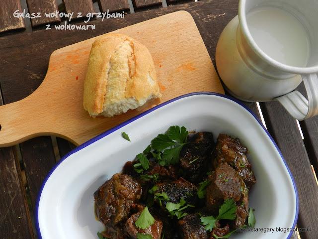 Gulasz wołowy z grzybami z wolnowaru