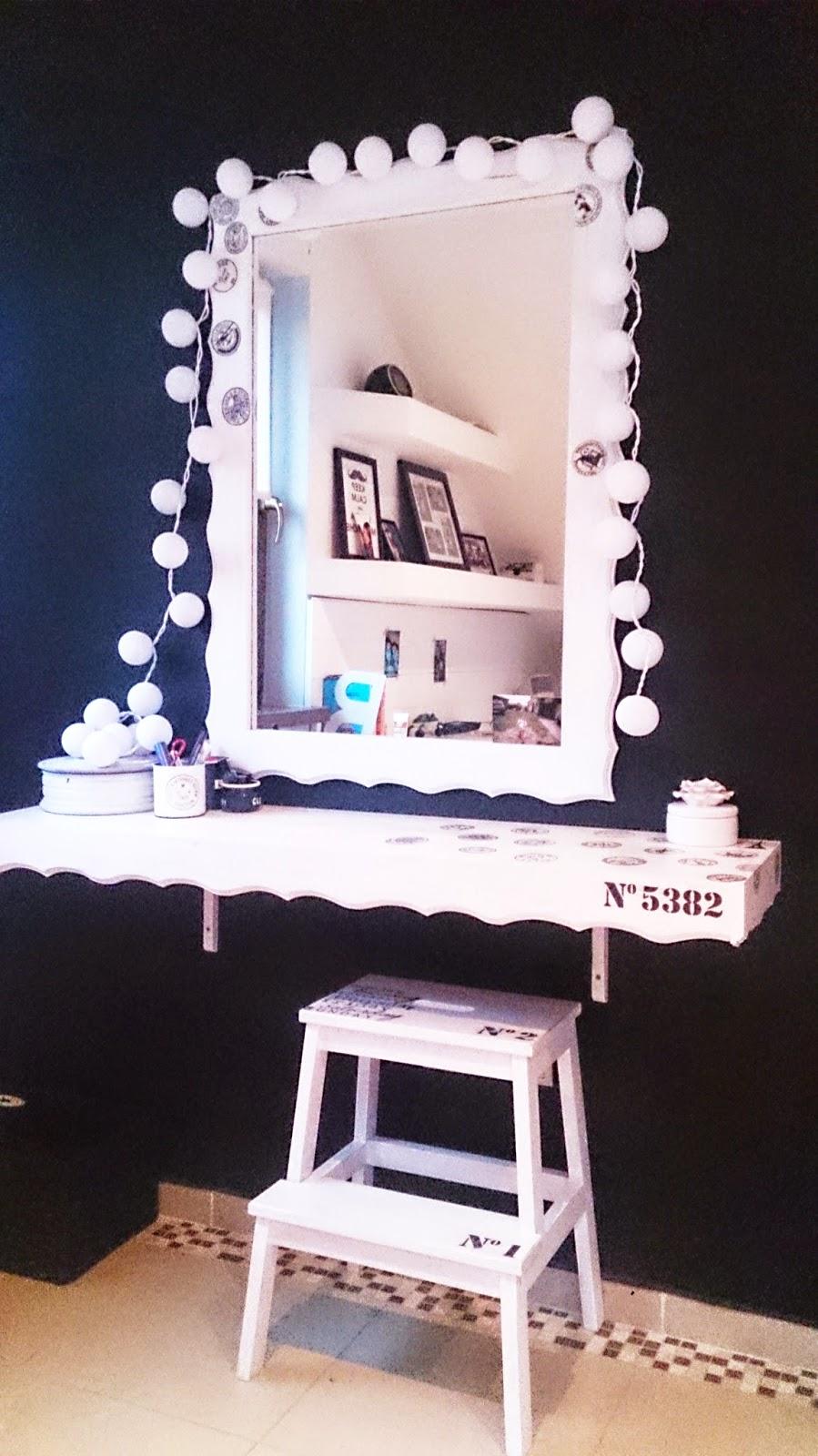 biało czarny pokój,b&w,pokój nastolatki,toaletka DIY,zrób to sam,inspiracje,krok po kroku,blog DIY,wnętrza biało czarne,cotton balls lights,girlanda świetlna