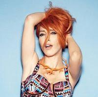 Hande Yener - Aşk Kadın Ruhundan Anlamıyor
