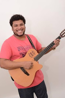 Santa Cruz Shopping promove happy hour com Hercules Almeida