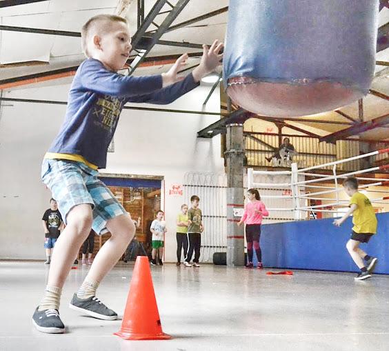Ćwiczenia ogólnorozwojowe kształtujące sprawność fizyczną dziecka.