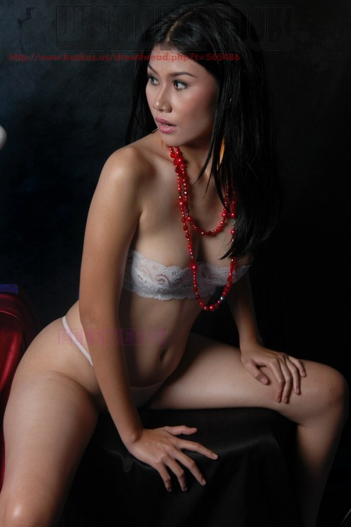 Cewek Bikini Berbunga Hot++ ~ Indah Merona