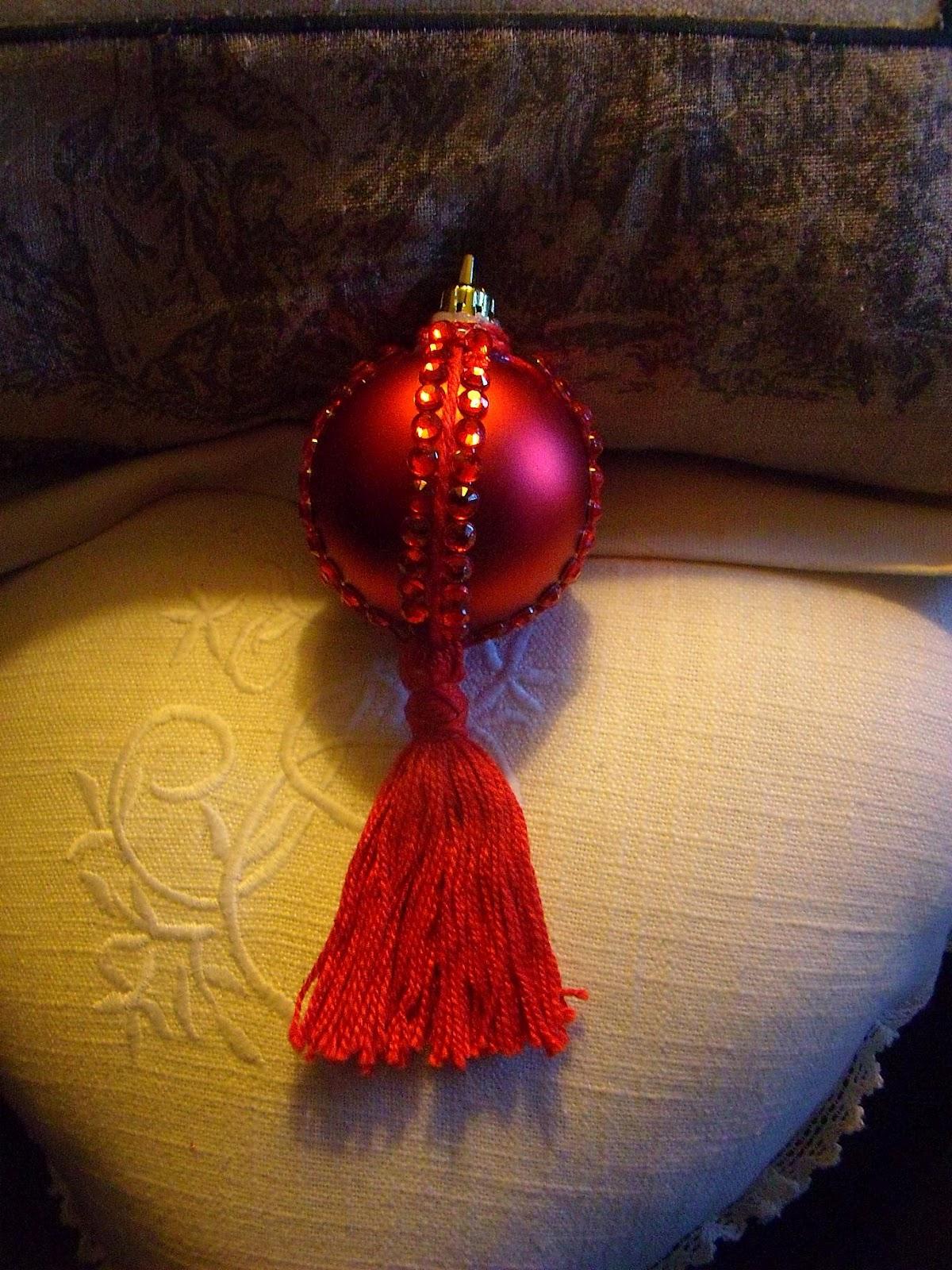 Manualizando bolas de navidad con flecos - Bolas de navidad ...