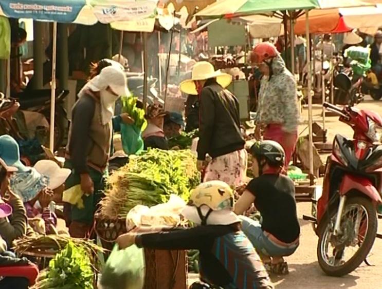 TP. Pleiku: Thực trạng hoạt động tại chợ tự phát đường Nguyễn Tất Thành