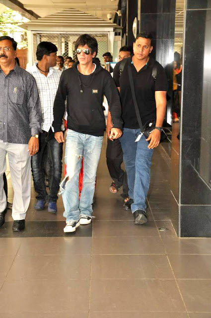 Shahrukh Khan snapped at the Mumbai Airport