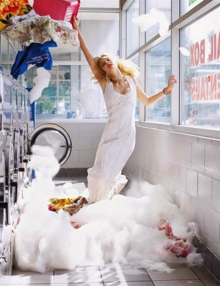 modella in lavanderia