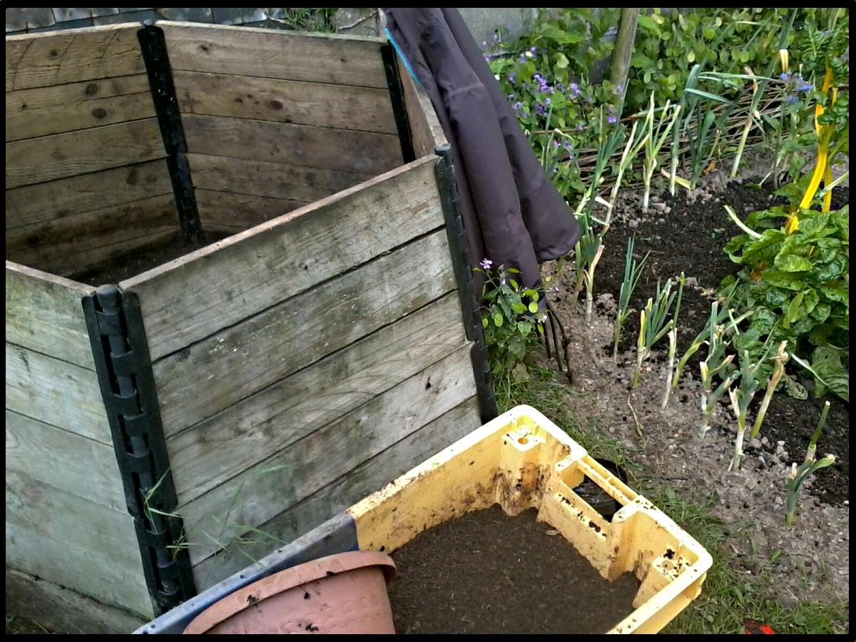 Jardin et d pendances vider le composteur - Composteur de jardin ...