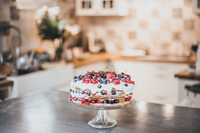 Naked cake vanille et fruits rouges