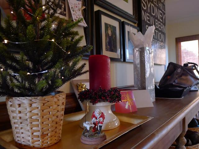 Kneeling Santa Christmas Decorating