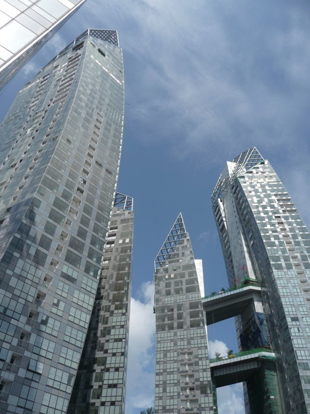 Looking up to Reflections at Keppel Bay by Studio Daniel Libeskind