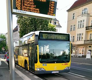 Bus: Öffentlicher Nahverkehr in Berlin Kennzeichnungspflicht für Busfahrer!, aus Der Tagesspiegel