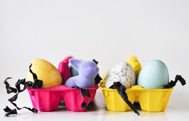 dabīgi krāsotas lieldienu olas // naturally dyed easter eggs