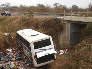 Acidente de viação com autocarro de adeptos de futebol provocou 29 mortos e 25 feridos