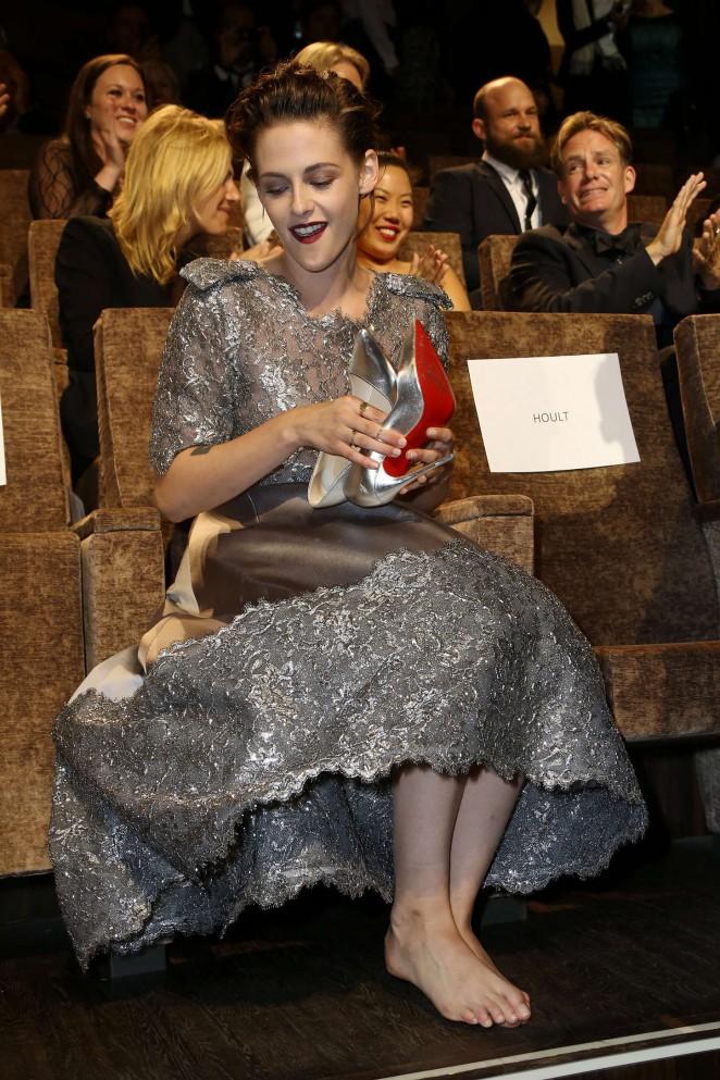 Kristen Stewart takes her Louboutins off